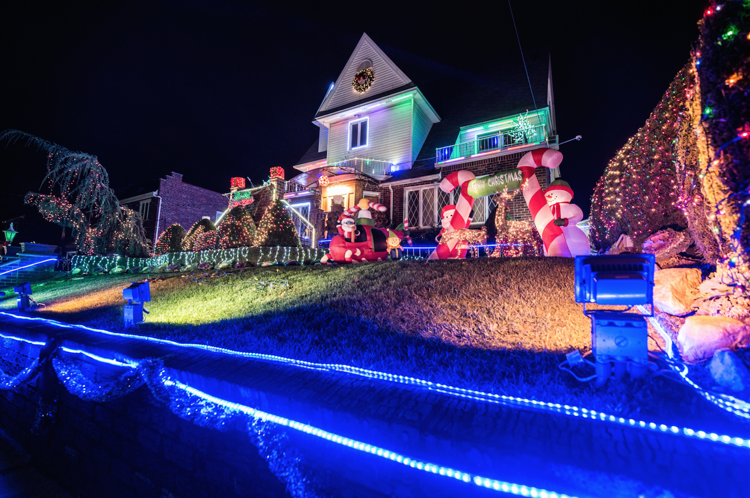 Dyker Heights Christmas Lights Tour 2019 Dyker Heights Christmas Lights 2019 Guide With Great Tours