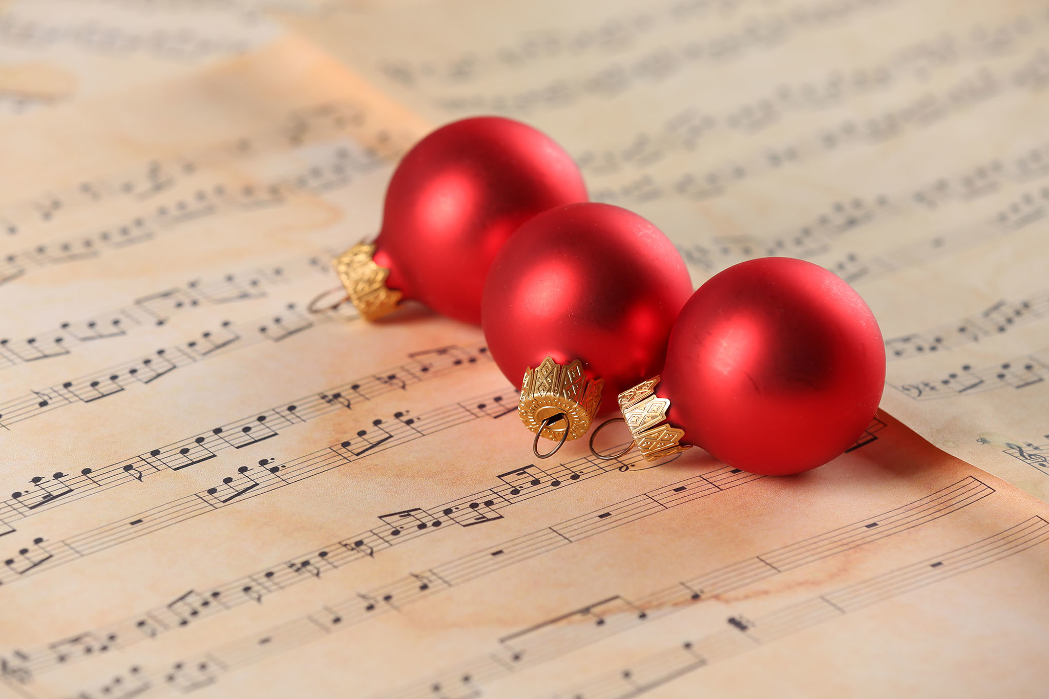 21 Best Classical Christmas Songs for the Holiday Season