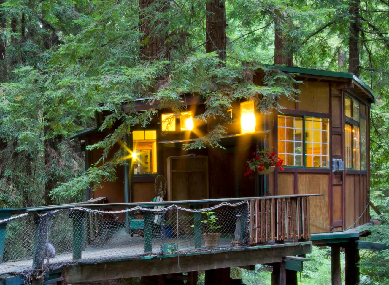 Built By A Stained Gl Artist This Treehouse Has Its Main Tree Growing Directly Through The Living Area And Another Bathroom