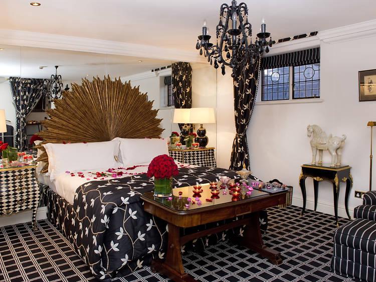 Milestone Hotel & Apartments