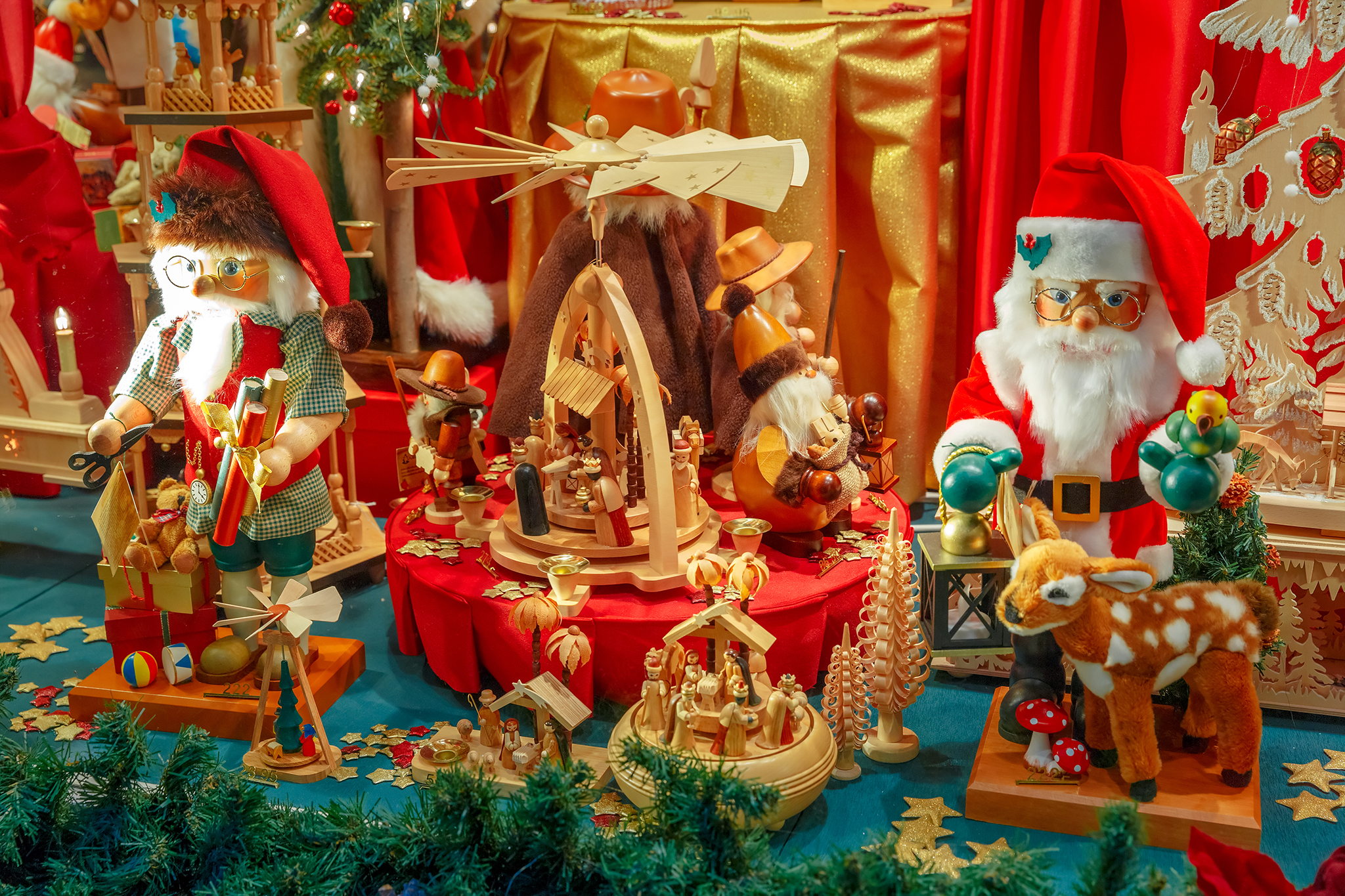 Best christmas window displays from nyc 39 s departments stores for The christmas store