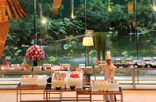 Shangri-La Hotel Saturday seafood dinner buffet