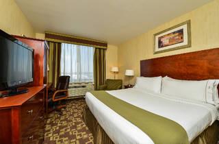Holiday Inn Express (Photograph: Courtesy Holiday Inn Express - Staten Island West )