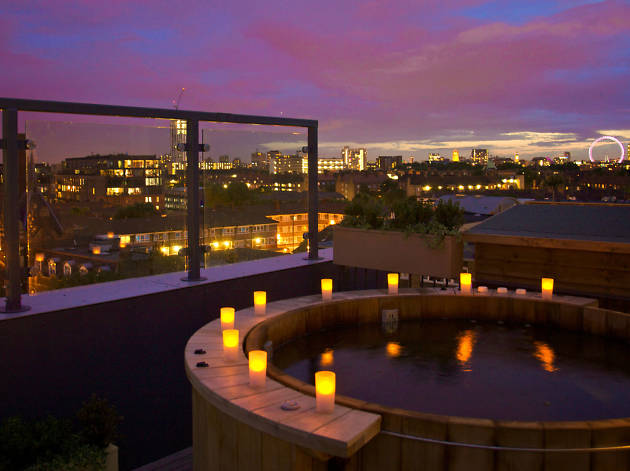 London hotels with jacuzzis and hot tubs time out london for Hotel paris jacuzzi