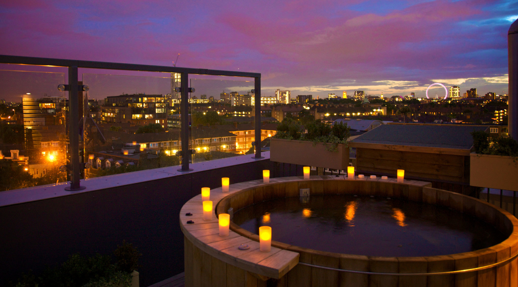London hotels with jacuzzis and hot tubs time out london for Best modern hotels in london