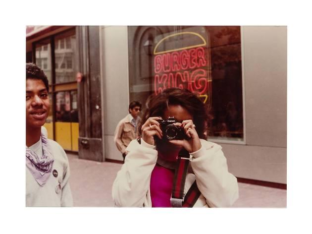 アン・コーリアー 「Women With Cameras」