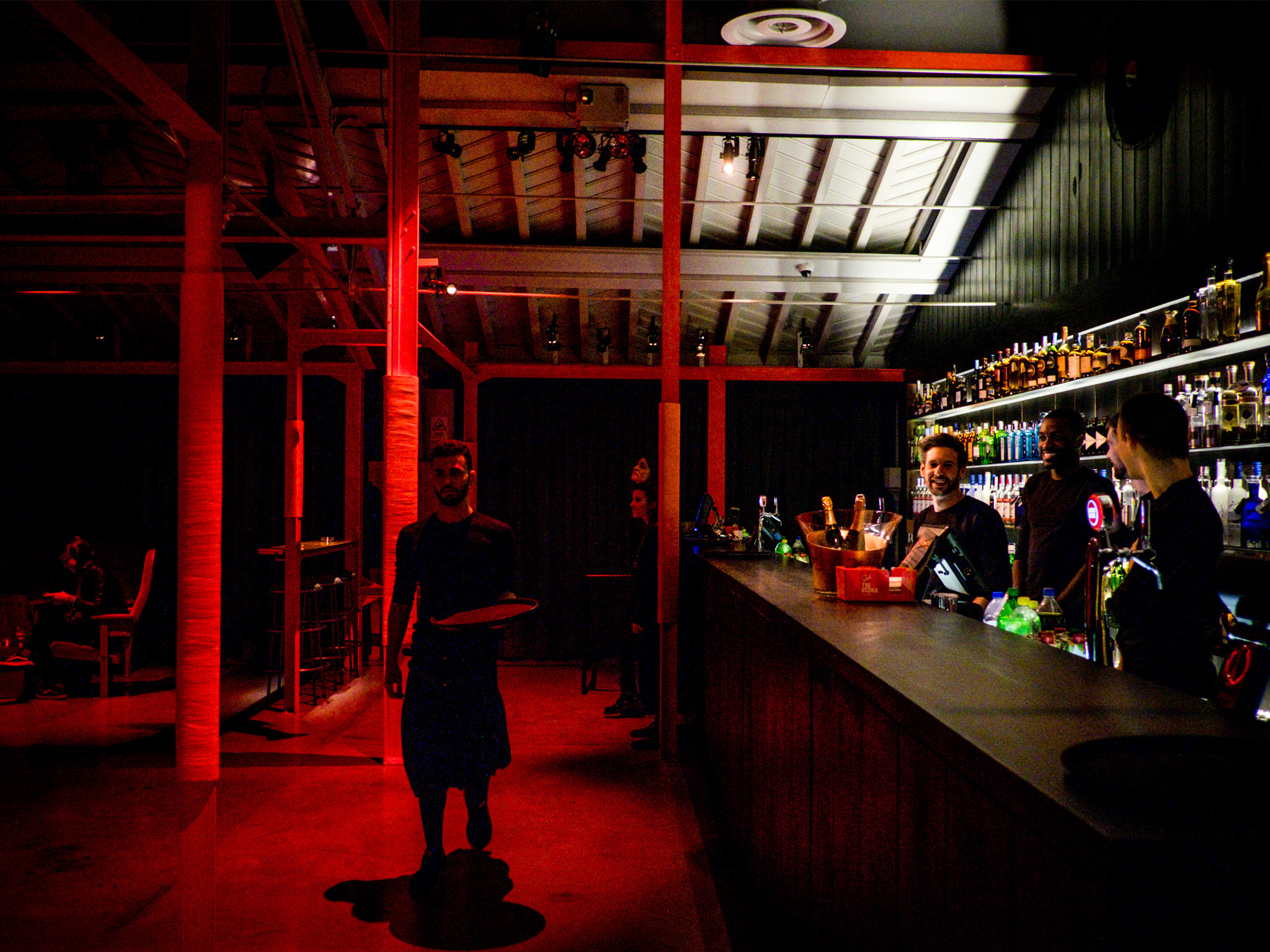 rive rouge bars and pubs in cais do sodr lisbon. Black Bedroom Furniture Sets. Home Design Ideas