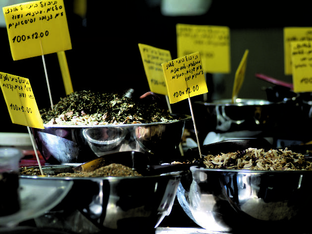 Sample spices at Levinsky Market