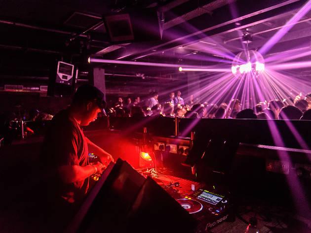 Party: Phonox