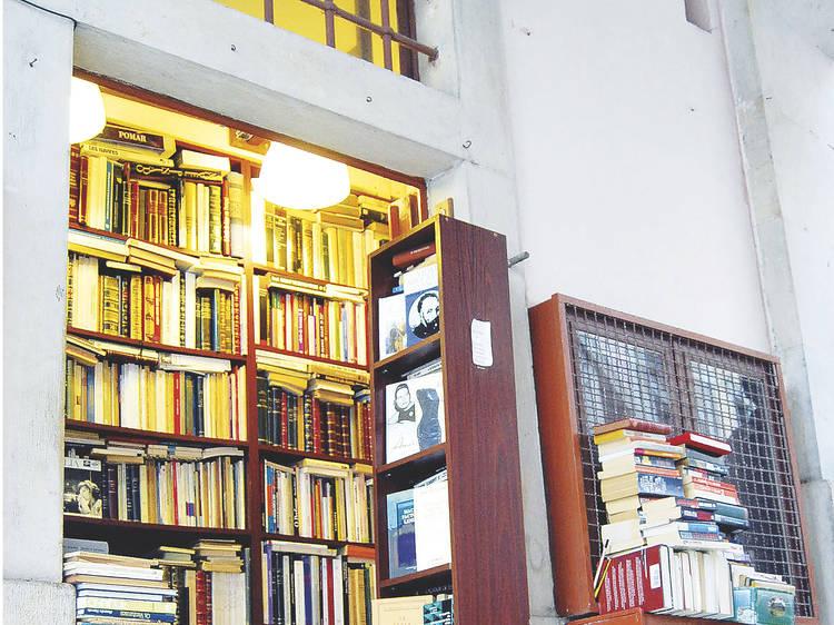 Visitar uma das livrarias mais pequenas do mundo
