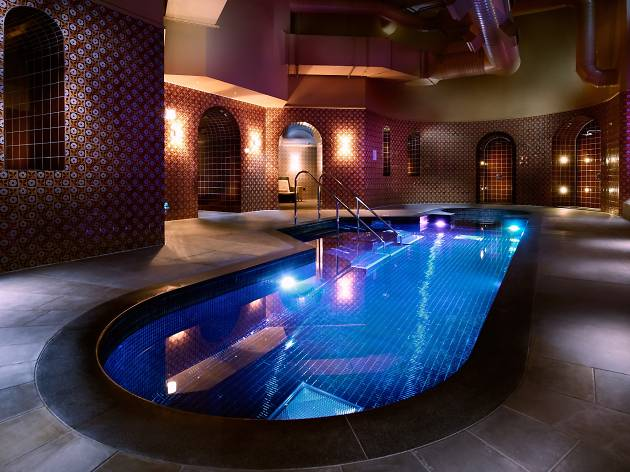 Renaissance Hotel - Best Hotel Pools in London