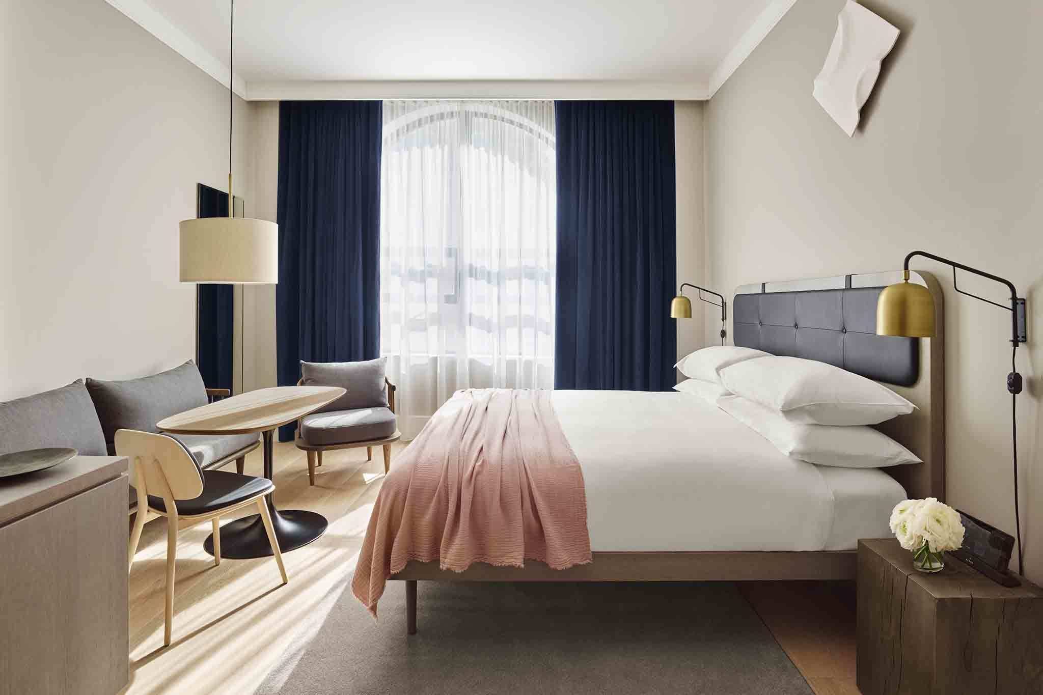 Best boutique hotels nyc has to offer travelers for Modern hotel decor