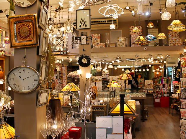 La maison du vitrail shopping 15 arrondissement paris for Andrieux la maison du vitrail