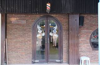 Bugs Bunny Barber Shop