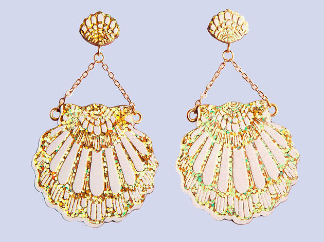Fan clam earrings by Rosita Bonita