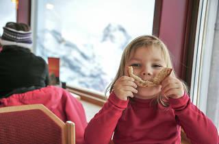 Nens en un restaurant