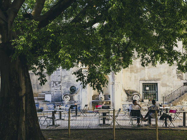 How to disappear completely in Lisbon