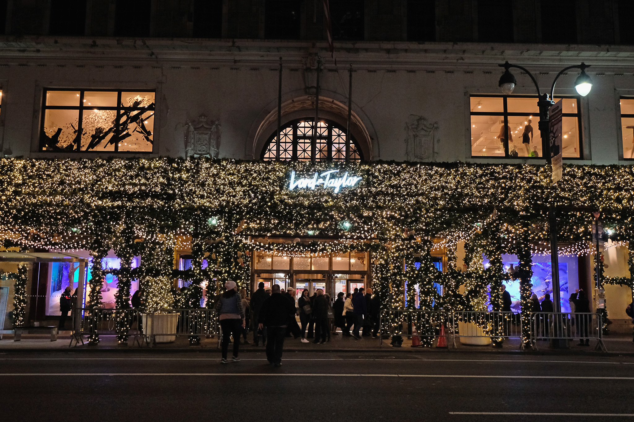 best christmas window displays from departments stores in nyc - Christmas Light Store