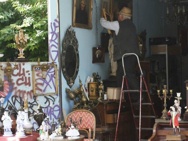 march aux puces de st ouen shopping in 18e arrondissement paris. Black Bedroom Furniture Sets. Home Design Ideas
