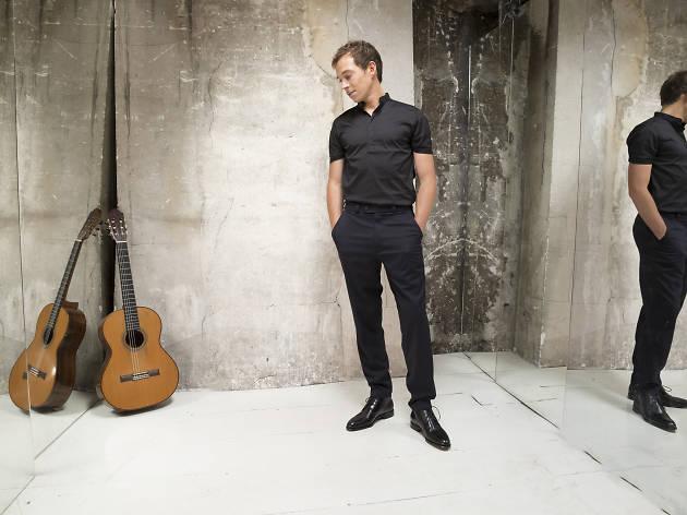 Un concert du guitariste classique Thibault Cauvin à la tour Eiffel