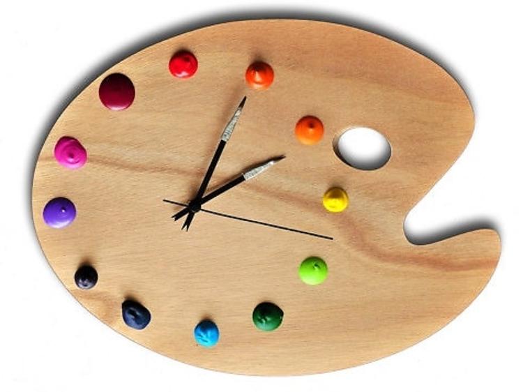 Une horloge palette de peintre