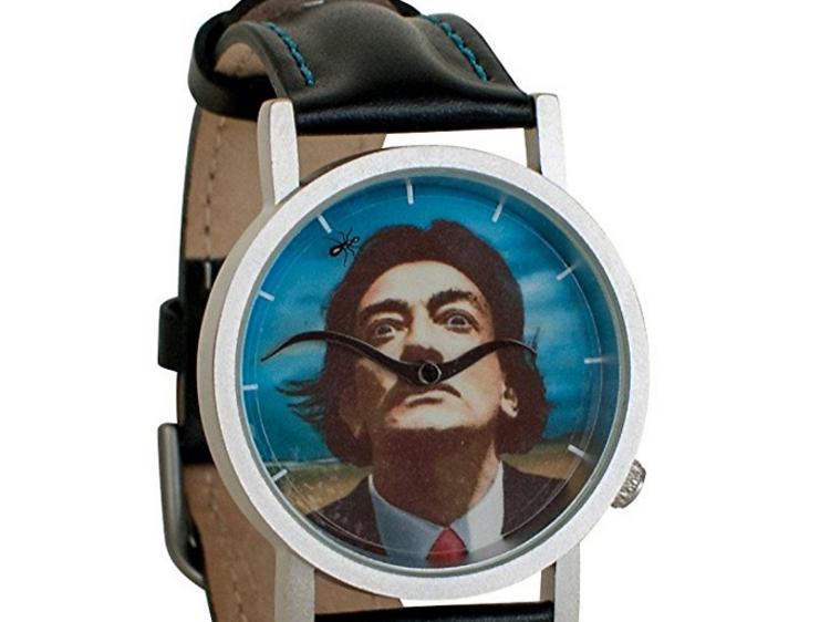 Une montre Dali et ses moustaches rotatives