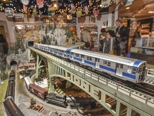 See an epic holiday train show in Grand Central for free this season