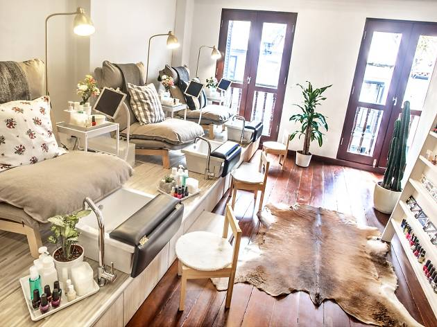 Best nail salons in Singapore