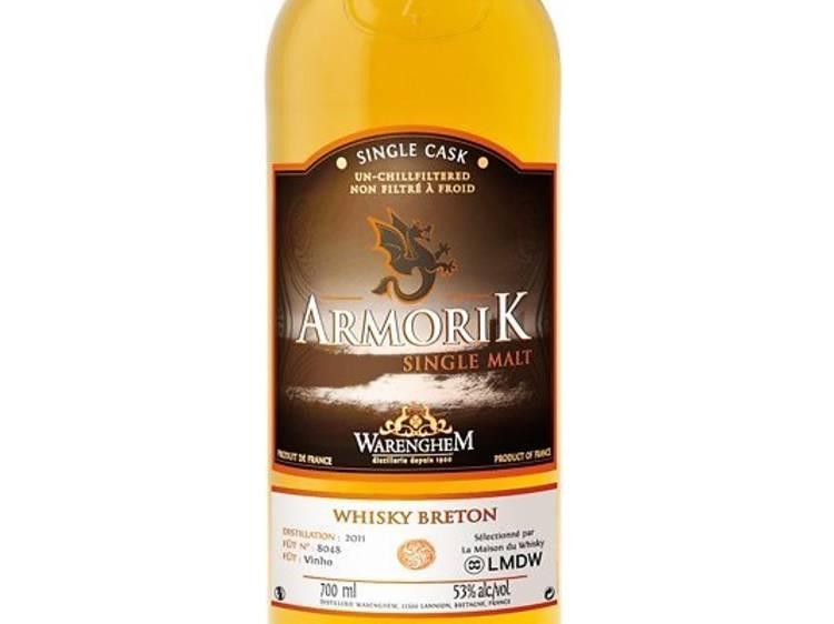 Une bouteille de whisky Armorik Vinho