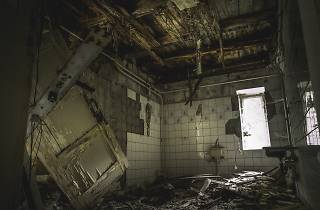 Outlast Room Escape