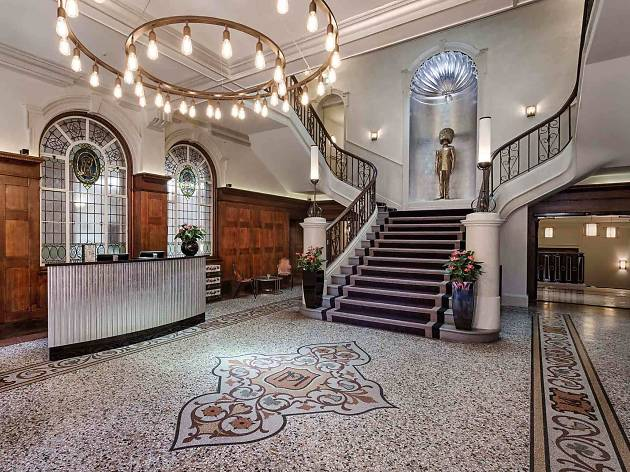 Shoreditch Courthouse Hotel - Entrance Lobby