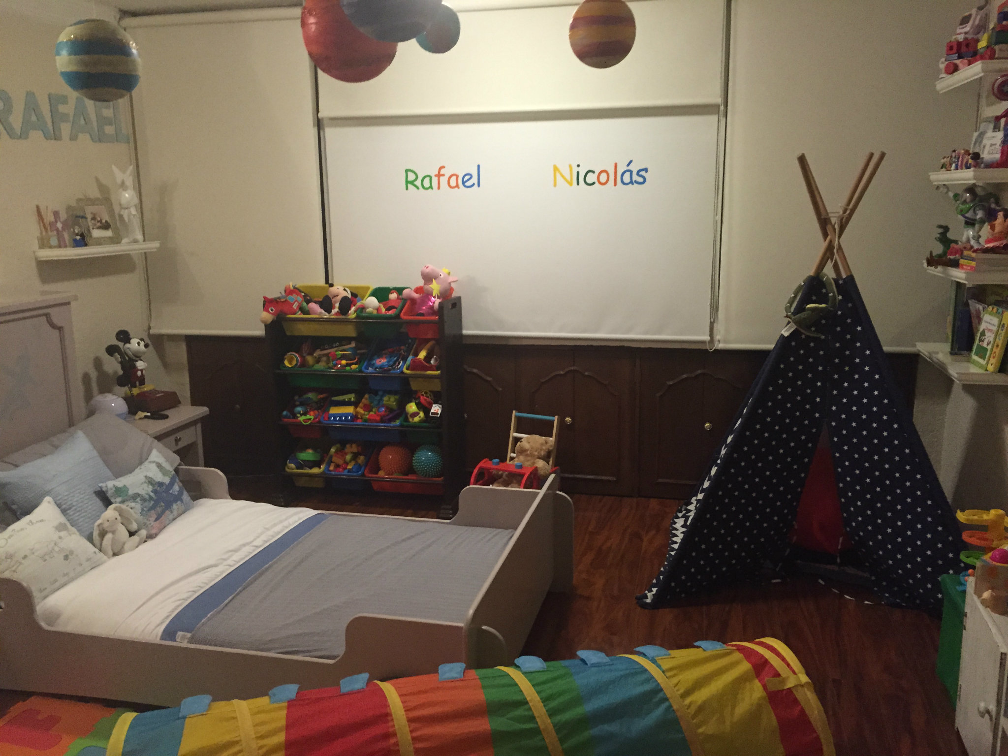 Decoraci n montessori para la habitaci n de los ni os for Cuartos para ninas montessori