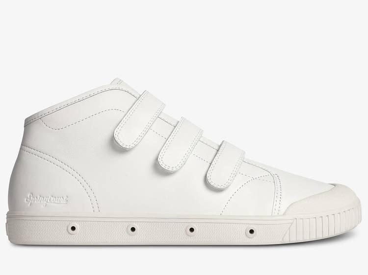 Des baskets Spring Court velcro en cuir blanc