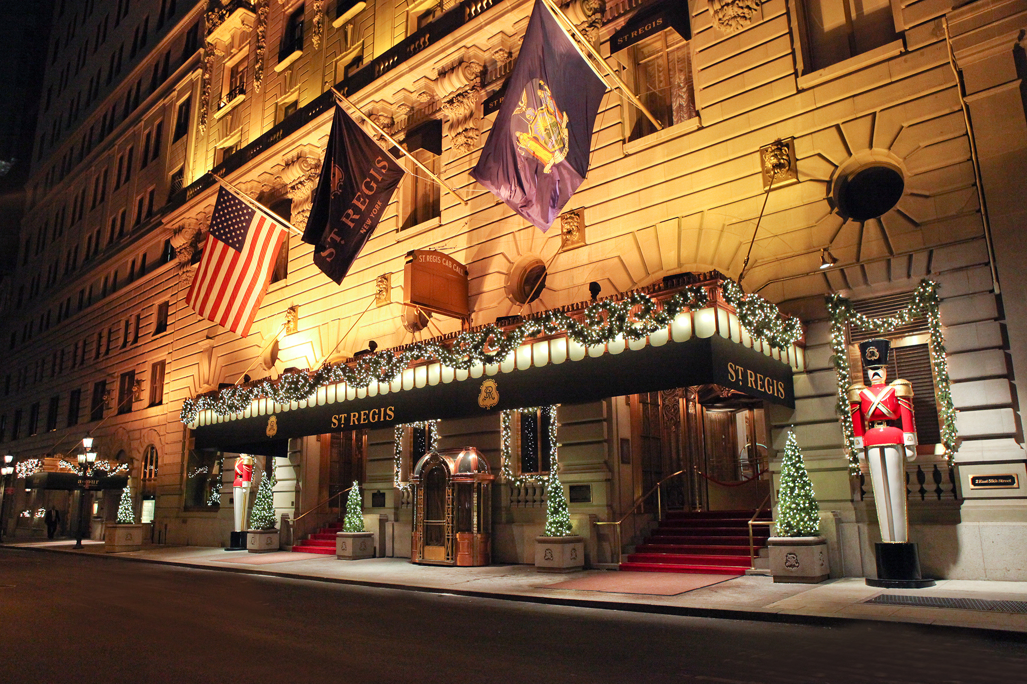13 best christmas hotels in nyc where to spend the for Decor hotel sucha beskidzka