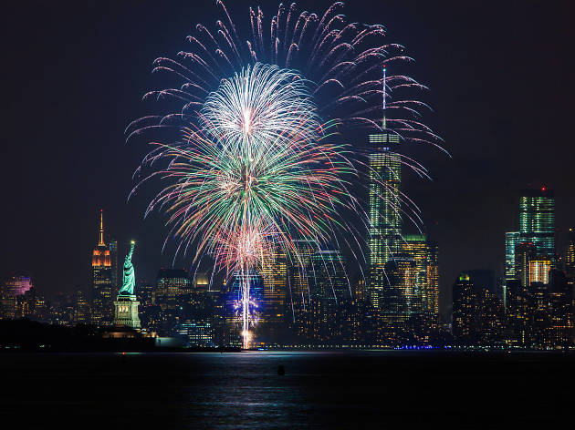 New Year's Eve cruises in NYC to end the year on a high note