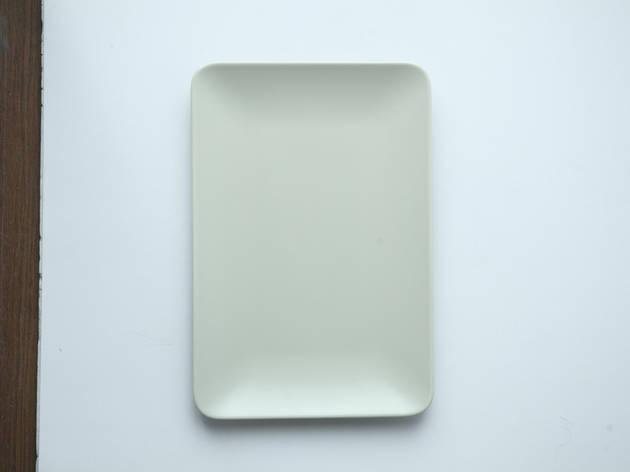 Beige plate