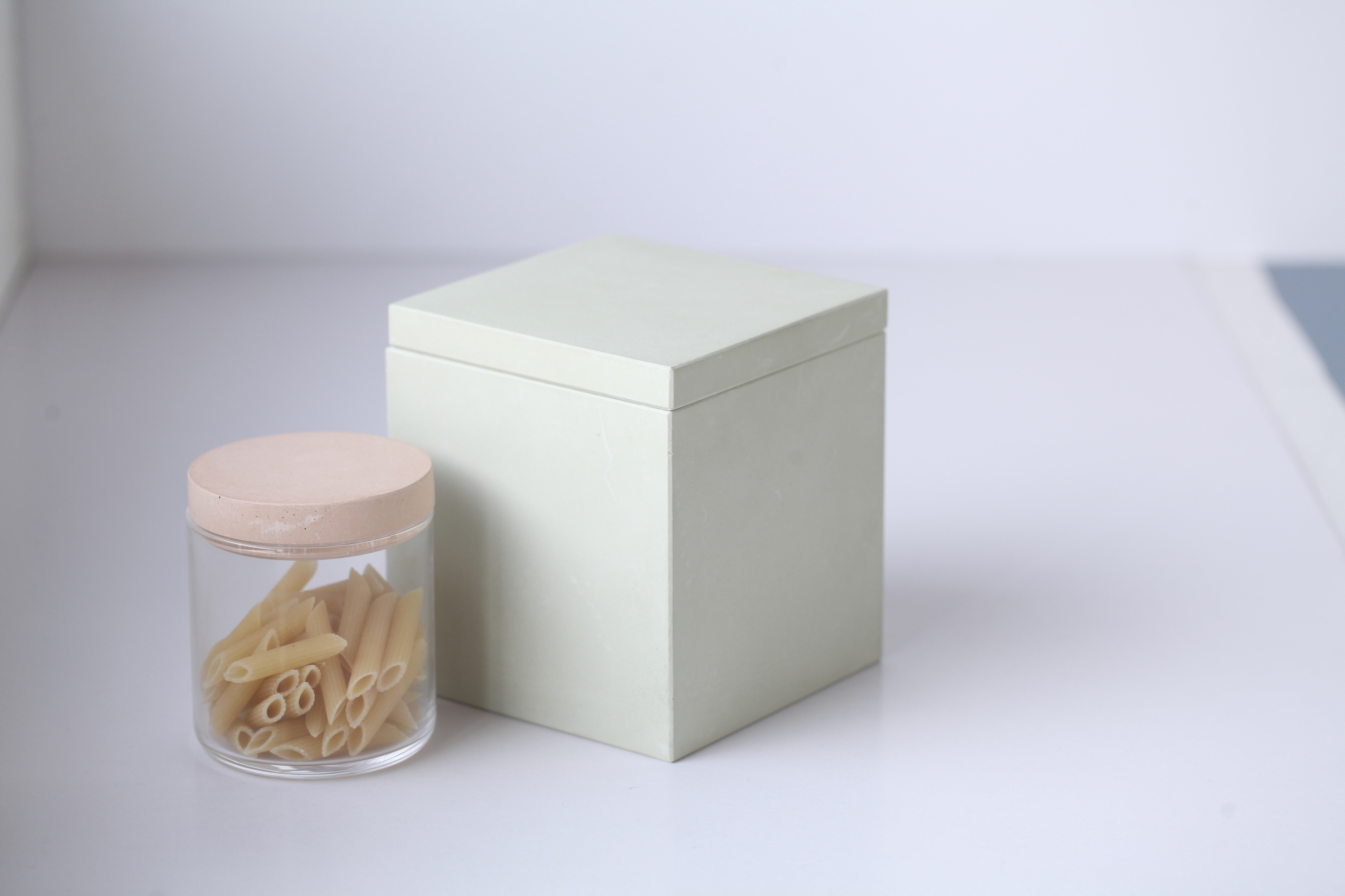Glass food container and square food container
