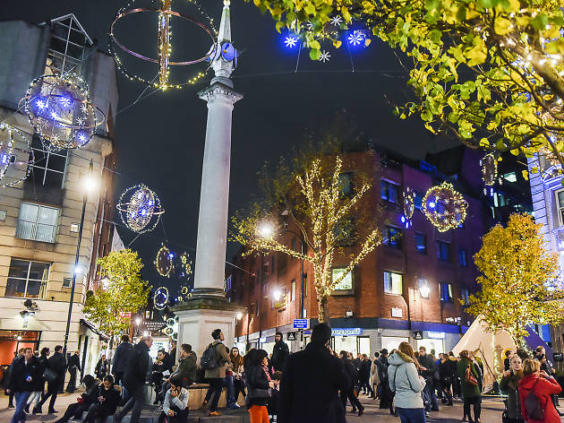 Appreciating the Christmas lights at Seven Dials