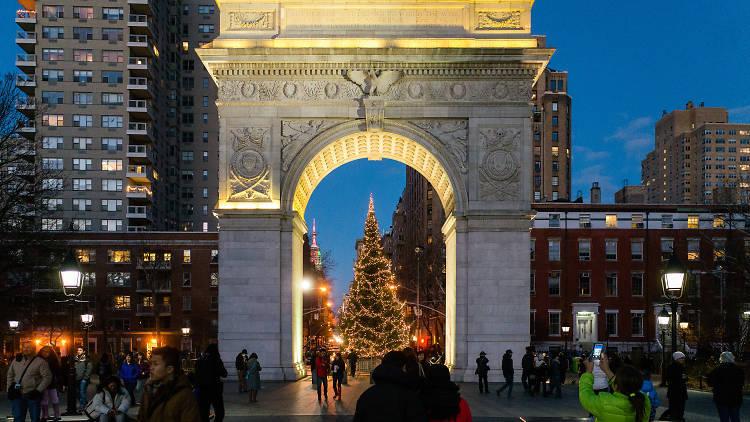 Christmas Eve Caroling at Washington Square Park