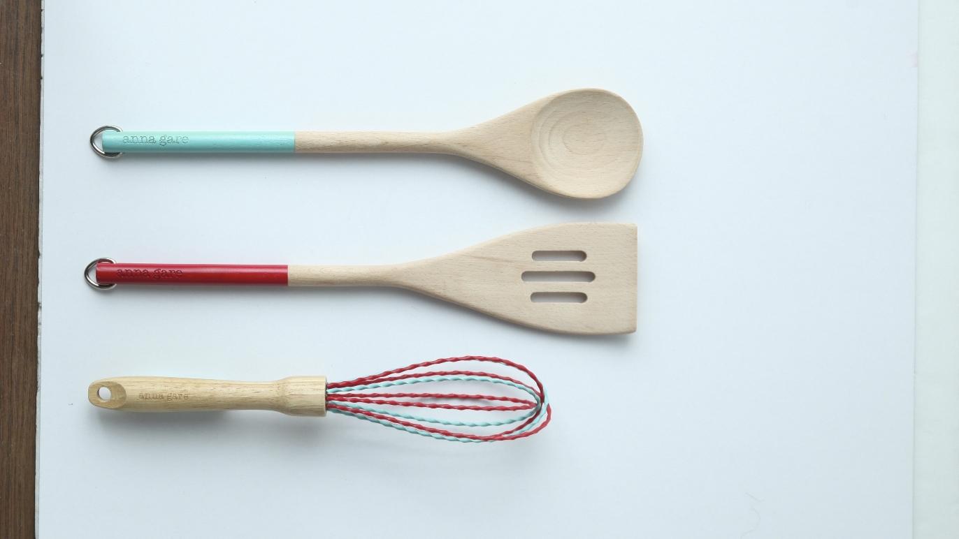 Spotlight beechwood kitchen utensils