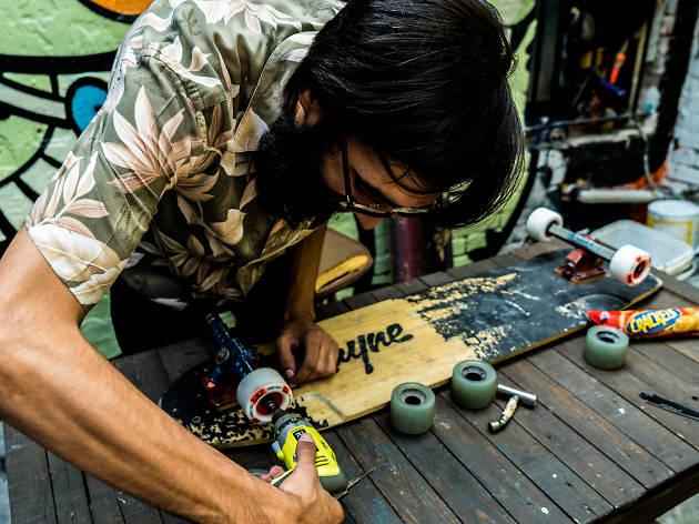 Crackets En Calor presenta su nuevo video de la web serie Tribus Urbanas: longboarding