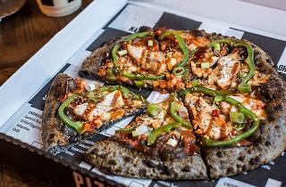 Fratelli Famous black pizza