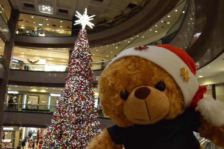 Christmas selfie spot - Ngee Ann City