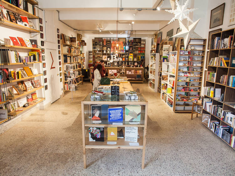 Venta nocturna en La increíble librería