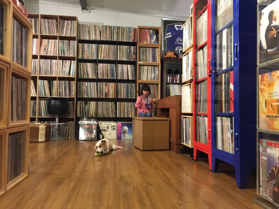 Record Shop ร้านแผ่นเสียง