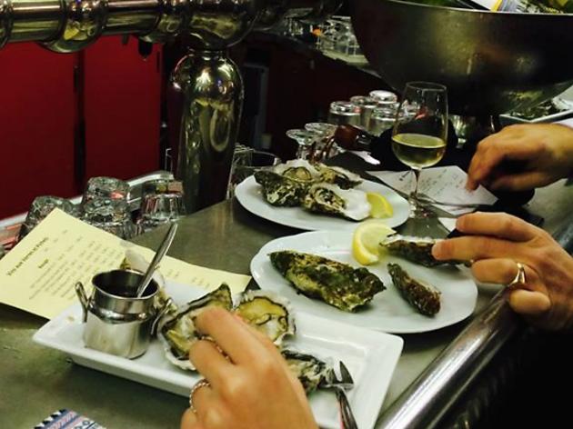 O manger des hu tres pas ch res paris for Exterieur quai le bouillon de l est