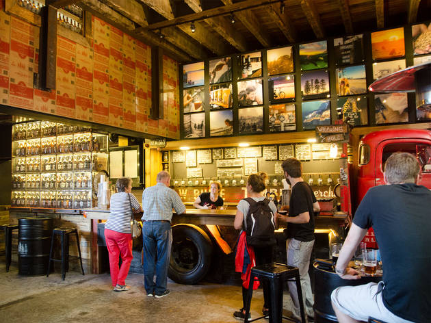 Go on an Aussie pub crawl with Dave's Brewery Tours