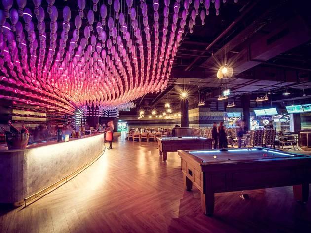 Experience royally good entertainment at Kingpin Bowling