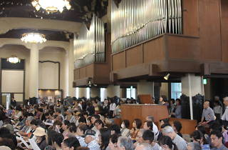 築地本願寺 ランチタイムコンサート