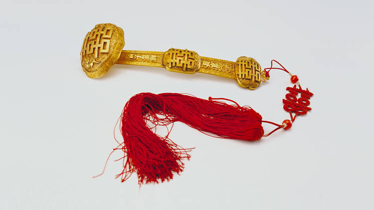 Gold ruyi-sceptre with double happiness motifs